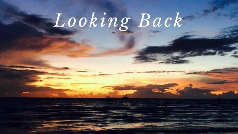 1st Single 「Looking Back」